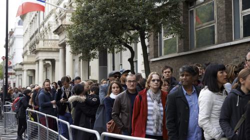 Présidentielle : files d'attente interminables, évacuation... La galère des Français de l'étranger pour aller voter