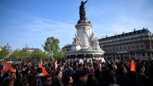 """Présidentielle : des centaines de personnes se rassemblent à Paris pour dire """"non au FN"""""""
