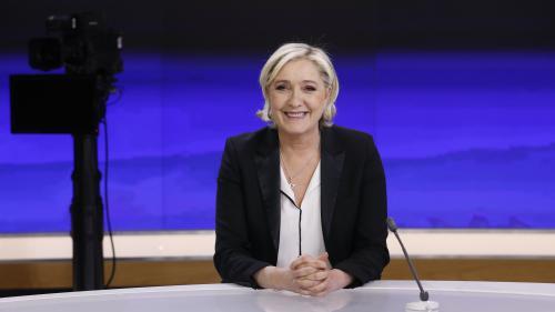 """Marine Le Pen se met """"en congé"""" de la présidence du Front national : """"Je ne suis plus que la candidate à la présidentielle"""""""