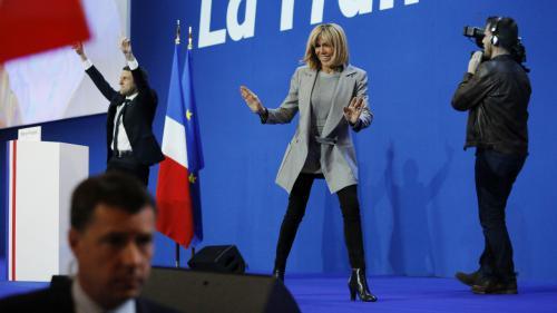 Conseillère, intermédiaire, premier soutien… Quel rôle Brigitte Macron joue-t-elledans la campagne de son mari ?