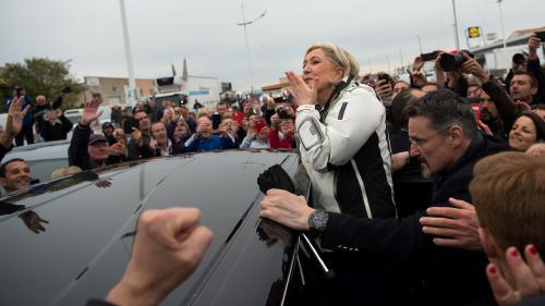 """Présidentielle : Marine Le Pen est-elle """"lacandidate du peuple"""" ?"""