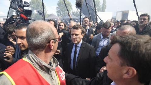 """Emmanuel Macron à Whirlpool : """"Marine Le Pen l'a obligé à descendre sur le terrain"""" et il a eu """"le courage d'y aller"""""""