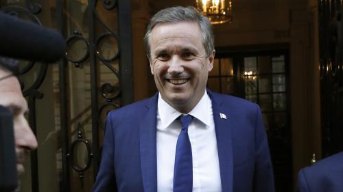 DIRECT. Nicolas Dupont-Aignan lourdement critiqué par la droite pour son ralliement à Marine Le Pen