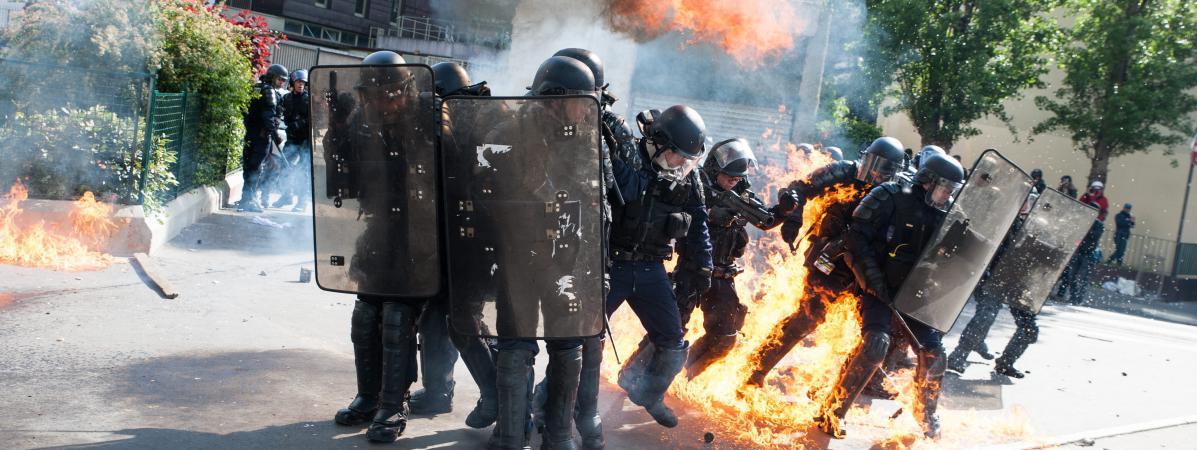 Des affrontements ont éclaté lundi entre des jeunes gens cagoulés et des CRS, en marge du traditionnel défilé syndical du 1er-Mai