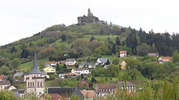 Situé en plein cœur du Massif des Vosges mosellan, le rocher du Dabo, emblème du village du même nom,culmine à 647mètres d'altitude.