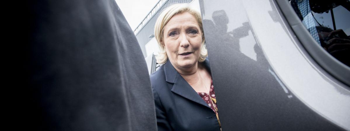 La candidate du Front national à l\'élection présidentielle, Marine Le Pen, lors d\'un déplacement à Dol-de-Bretagne (Ille-et-Vilaine), le 4 mai 2017.