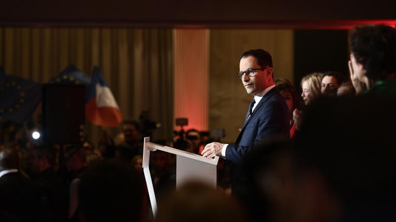Benoît Hamon fait un discours lors d\'un meeting à Paris, le 23 avril 2017.