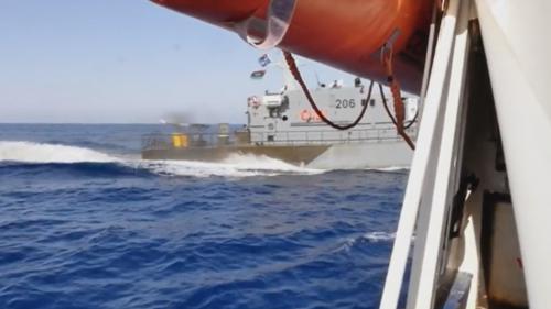 VIDEO. Libye : le navire d'une ONG manque d'être percuté par les gardes-côtes