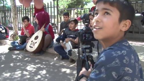 Liban : dans un camp de réfugiés, des enfants filment pour oublier la guerre