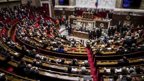 Législatives : 7 882 candidats au total, dont environ 42% de femmes