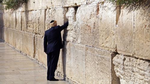 VIDEO. Donald Trump se recueille devant le Mur des Lamentations à Jérusalem