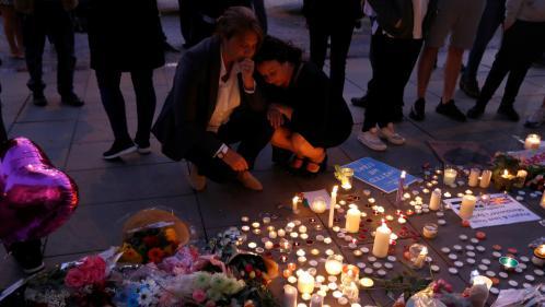 VIDEOS. Manchester rend hommage aux victimes de l'attentat