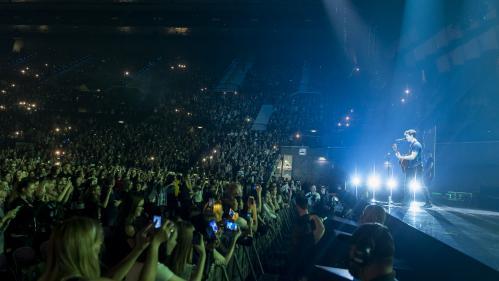 """""""J'ai hâte que ce soit terminé"""" : au concert de Shawn Mendes à Paris, l'angoisse des parents après l'attentat de Manchester"""