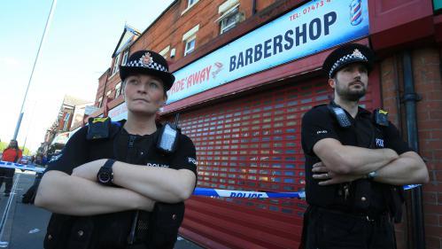 """DIRECT. Attentat de Manchester : la police estime avoir démantelé """"une bonne partie"""" du réseau autour du kamikaze"""