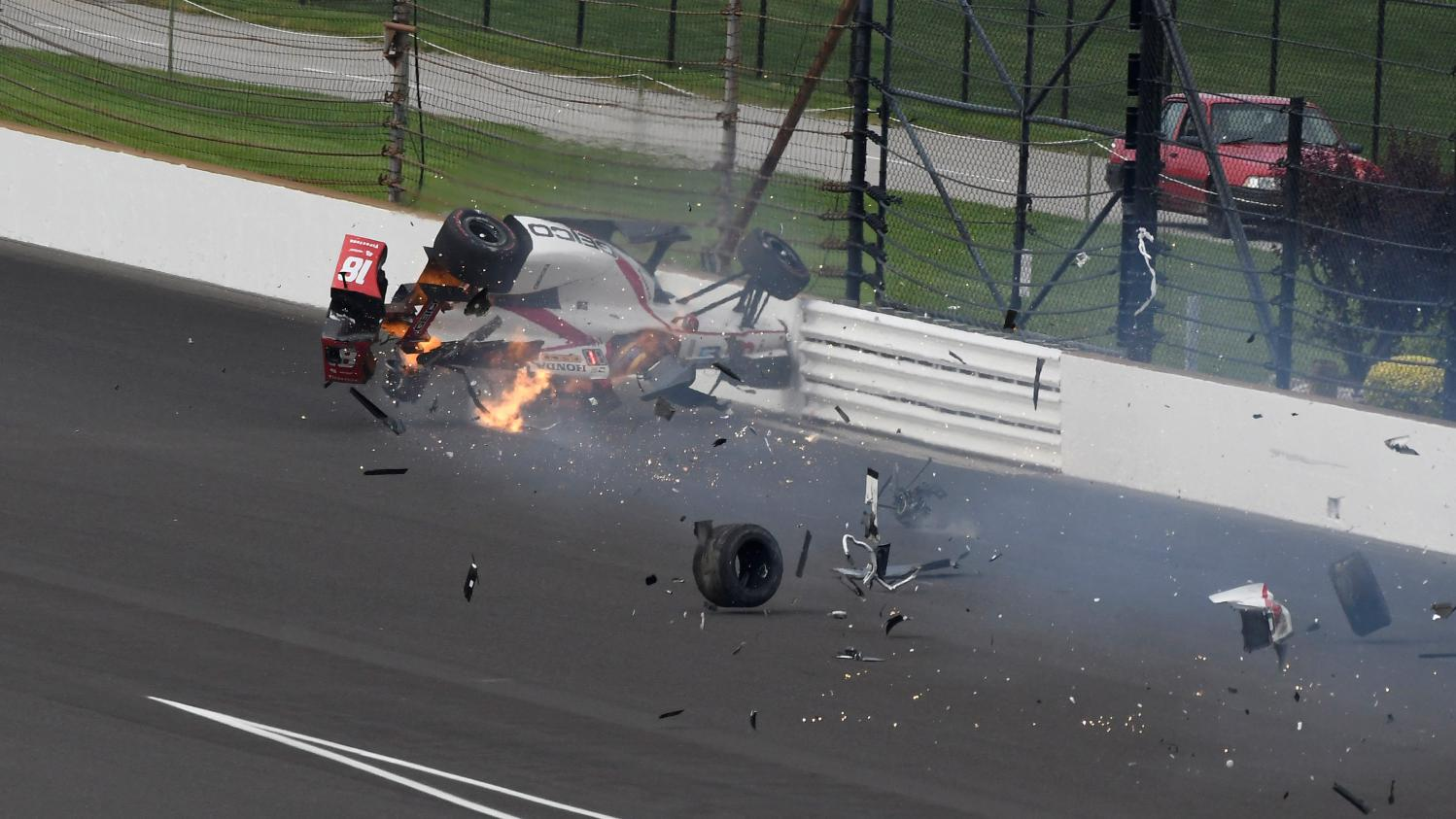 dix jours apr s son spectaculaire accident sur le circuit d 39 indianapolis s bastien bourdais va. Black Bedroom Furniture Sets. Home Design Ideas