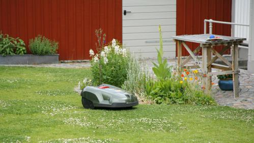 Indre-et-Loire : il se fait voler sa tondeuse à gazon, la localise par GPS et rattrape le voleur en voiture