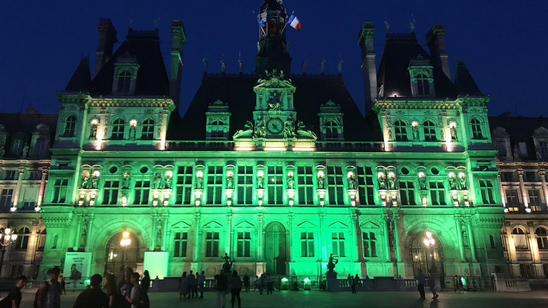 Videos L H 244 Tel De Ville De Paris Illumin 233 En Vert Apr 232 S