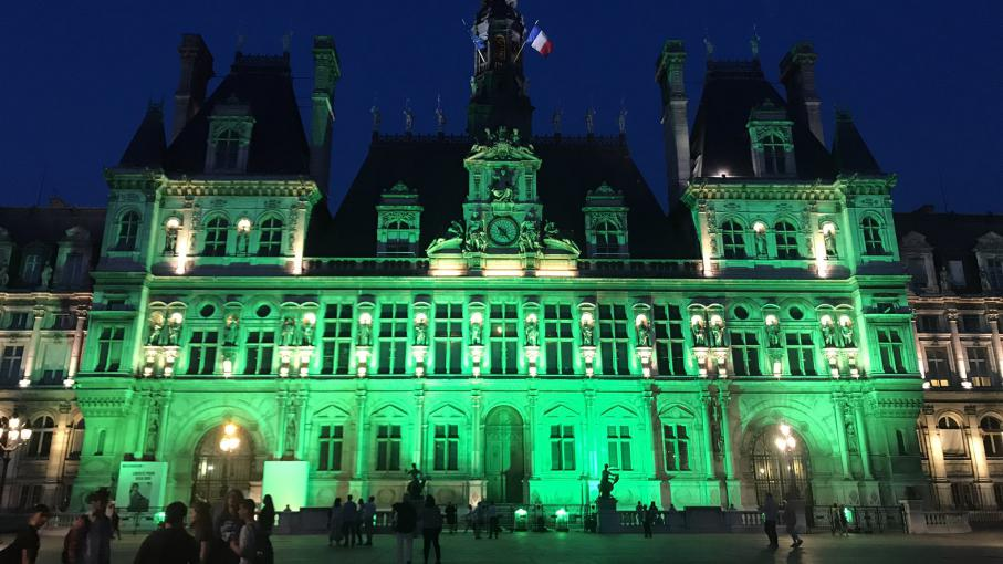 Videos l 39 h tel de ville de paris illumin en vert apr s for Design hotel mr president karadjordjeva 75