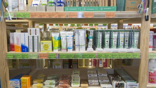 """Cosmétique : """"Des produits contenant des ingrédients chimiques et polluants pourront se revendiquer bio"""""""