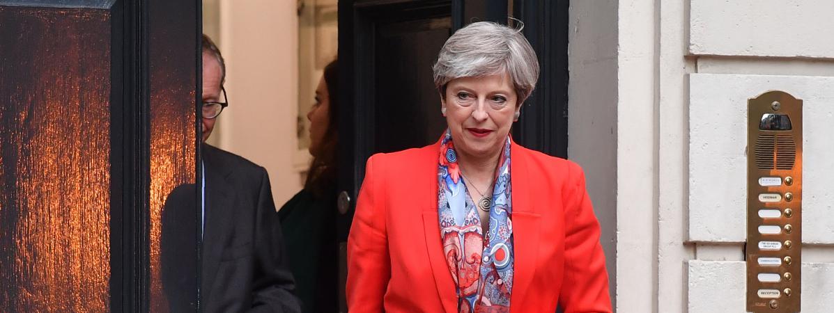 La Première ministre britannique, Theresa May, quitte le siège du Parti conservateur à Londres, le 9 juin 2017.