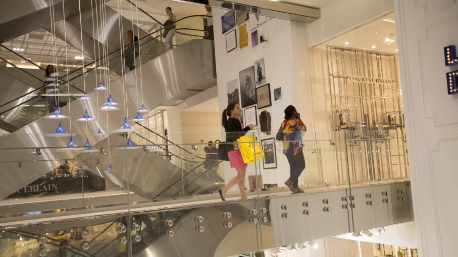 travail dominical paris les grands magasins auront cr 1 000 emplois. Black Bedroom Furniture Sets. Home Design Ideas