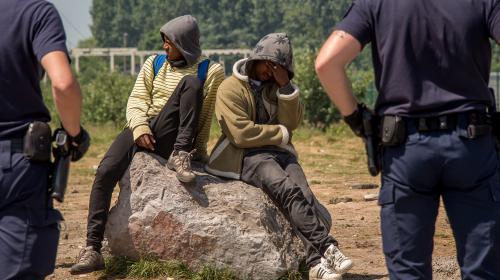 """""""C'est de l'abus de pouvoir"""" : à Calais, les bénévoles en colère face aux pressions policières"""