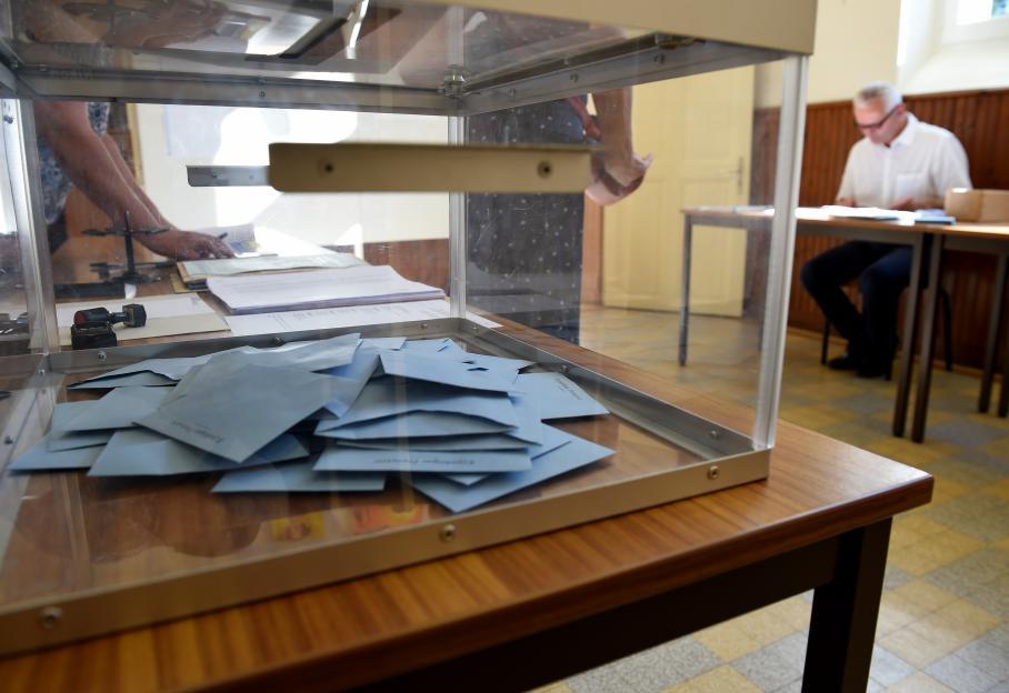 Législatives faute d assesseurs des bureaux de vote ont ouvert