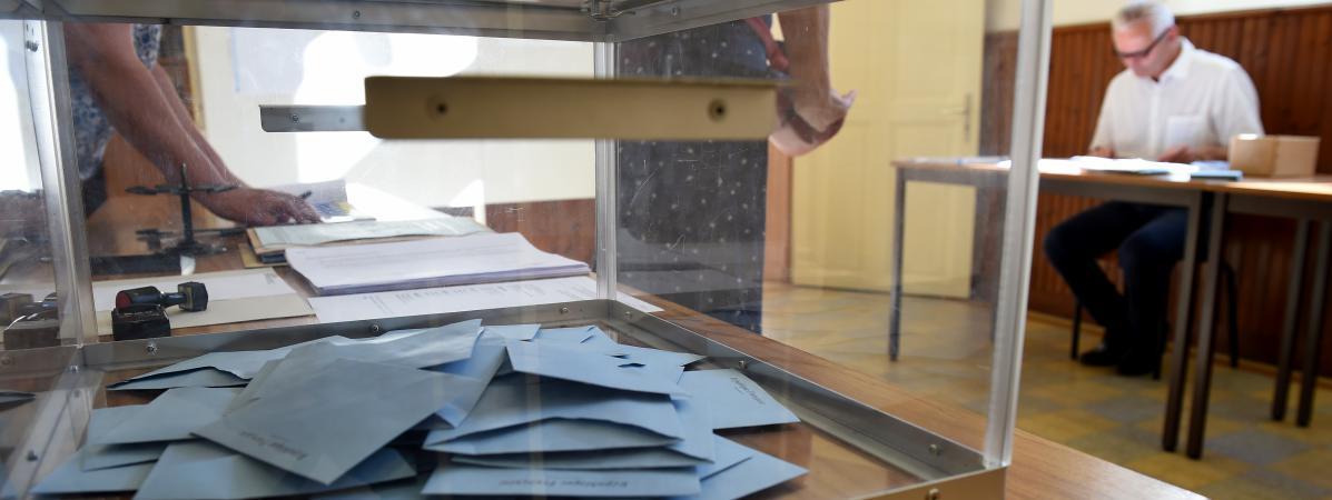 l 233 gislatives faute d assesseurs des bureaux de vote ont ouvert en retard pour le second tour