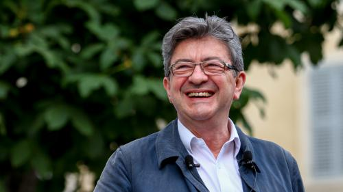 """VIDEO. """"On est obligé de supporter ça ?"""" s'exclame Jean-Luc Mélenchon en voyant le drapeau européen dans l'Hémicycle"""