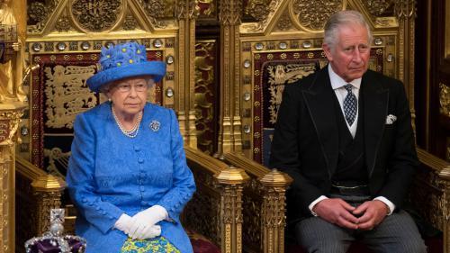 Eurozapping : la reine d'Angleterre fait polémique