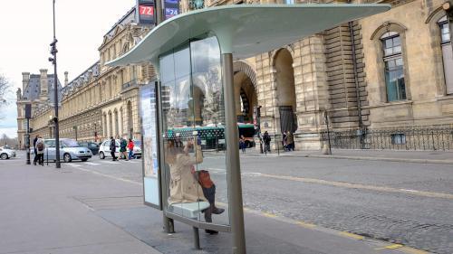 Paris : JC Decaux va porter plainte après une campagne d'affichage sauvage anti-avortement