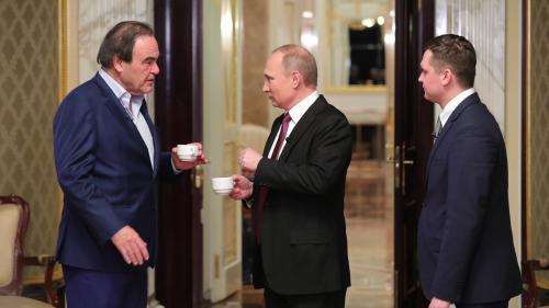 """Trois questions sur """"Conversations avec Poutine"""", le documentaire événement d'Oliver Stone"""