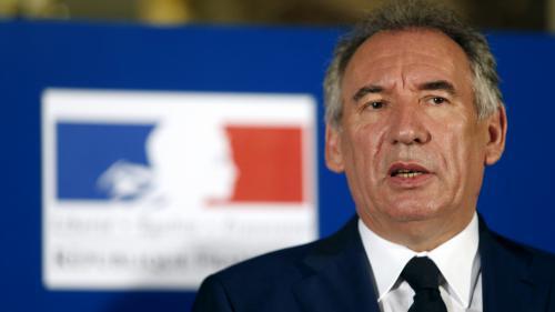 """Assistants parlementaires : le MoDem a """"recasé"""" des salariés à Bruxelles, reconnaît François Bayrou"""