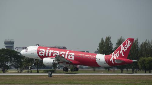 """VIDEOS. """"Secoué comme une machine à laver"""", un avion d'AirAsia contraint de faire demi-tour en raison de problèmes techniques"""