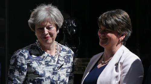 Royaume-Uni : Theresa May sauve son poste de Première ministre en signant un accord avec le DUP nord-irlandais