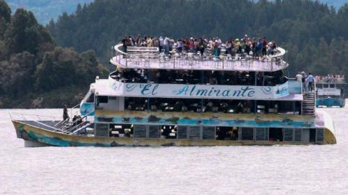 VIDEO. Colombie : au moins six morts et 31disparus dans le naufrage d'un bateau