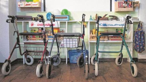En Allemagne, une maison de retraite stimule ses pensionnaires en les replongeant au temps de la RDA