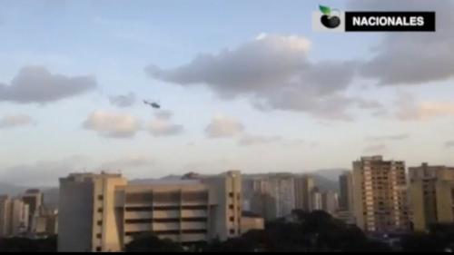 Rediff VIDEO. Venezuela: Un hélicoptère lance des grenades sur la Cour suprême