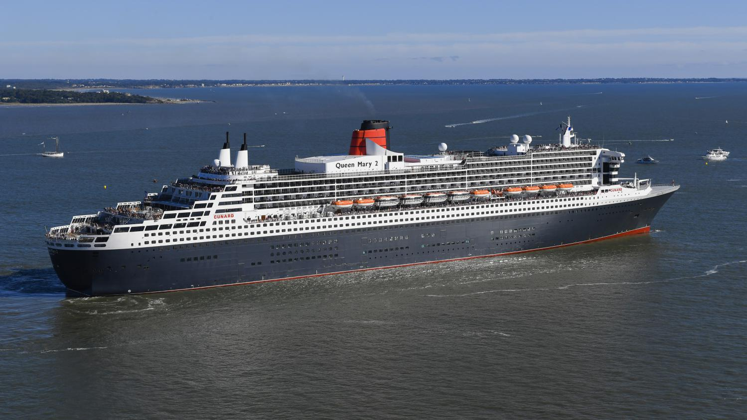 Dans les entrailles du queen mary 2 o voguent 35 000 for Garderobe queen mary 2