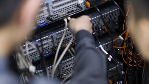 DIRECT. Cyberattaque mondiale : selon Microsoft, la vague d'attaques utilise notamment une faille de Windows