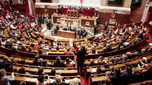 Bataille des postes, coups de poker, président fantôme... La folle nuit de l'Assemblée nationale en quatre actes
