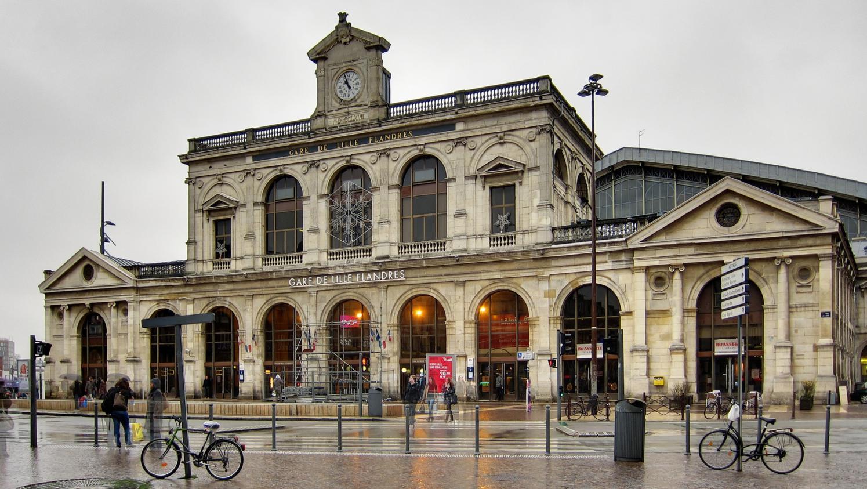 Un belge interpell devant la gare de lille flandres apr s - Cabinet d ophtalmologie des flandres lille ...