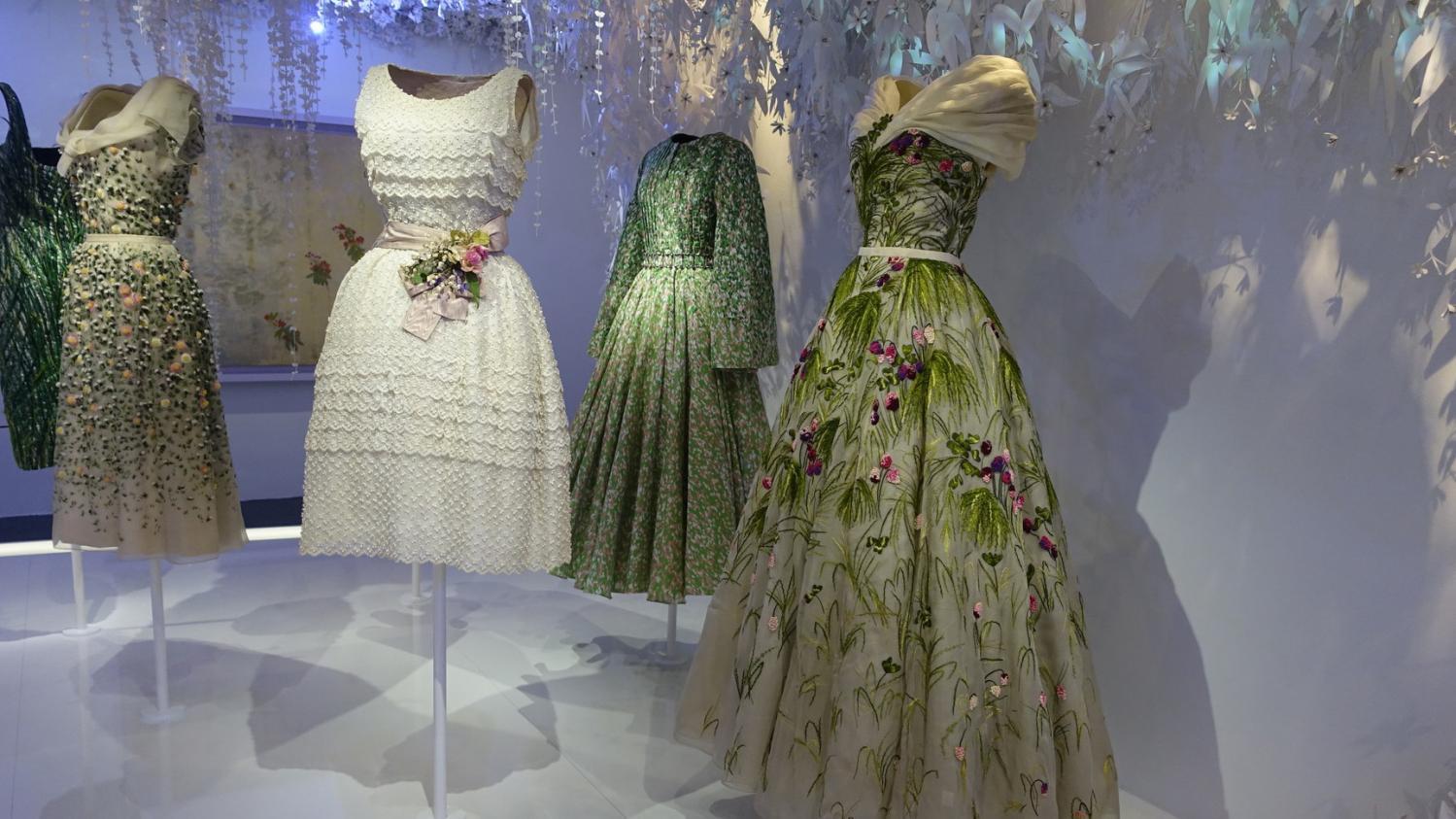 1734164503 L'exposition qui célèbre 70 ans de création Dior ferme le 7 janvier ...