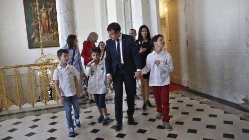 franceinfo junior. Qu'a fait Emmanuel Macron pendant sa première année de mandat ?