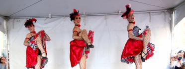 Des danseuses de french cancan donnent une représentation pour les célébrations du 14-Juillet, à New York, le 9 juillet 2017.