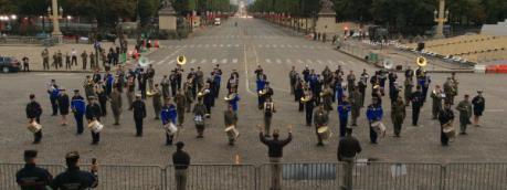 La fanfare interarmées répète, sur les Champs-Elysées, le 12 juillet 2017.