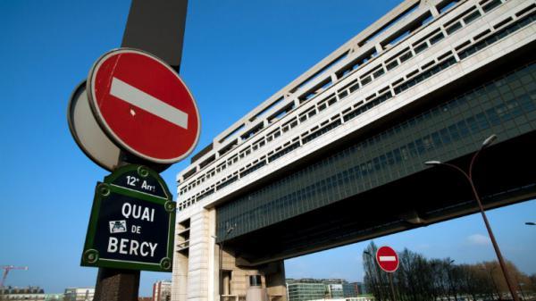 Économie : les grandes entreprises françaises bientôt surtaxées ?
