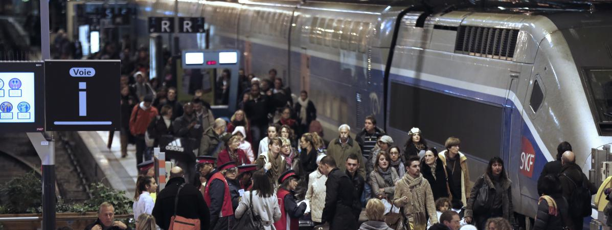 Des passagers à la gare de Lyon, à Paris, le 1er novembre 2012.