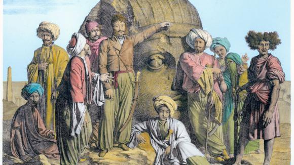 Le diplomate franco-italien Bernardino Drovetti mesurant une tête colossale dans le désert en Egypte en 1819. Drovetti (1776-1852) et ses disciples utilisent une ligne à plomb pour mesurer la tête.