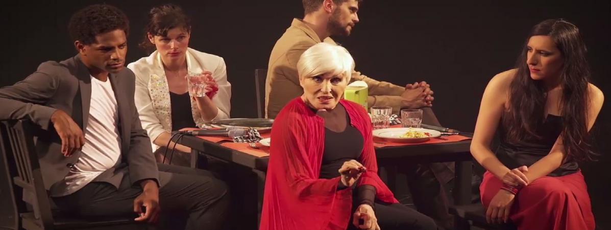 Festival off d 39 avignon nicole croisille s 39 amuse dans un spectacle cabaret qui rend hommage au - L amuse bouche avignon ...